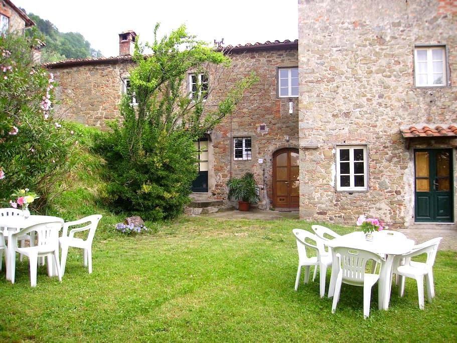 In the old farmhouses of Petrognano - Petrognano - Byt