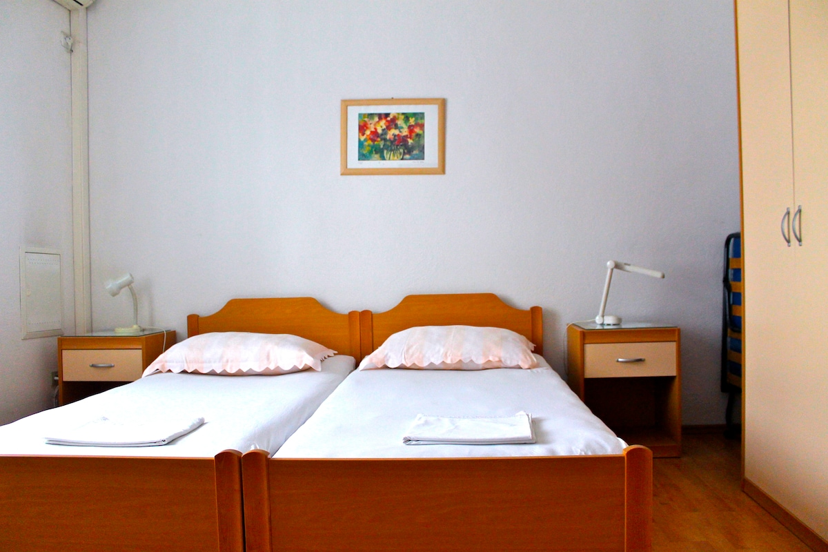 Double bedroom I on the top floor (optional extra mattress for three people)