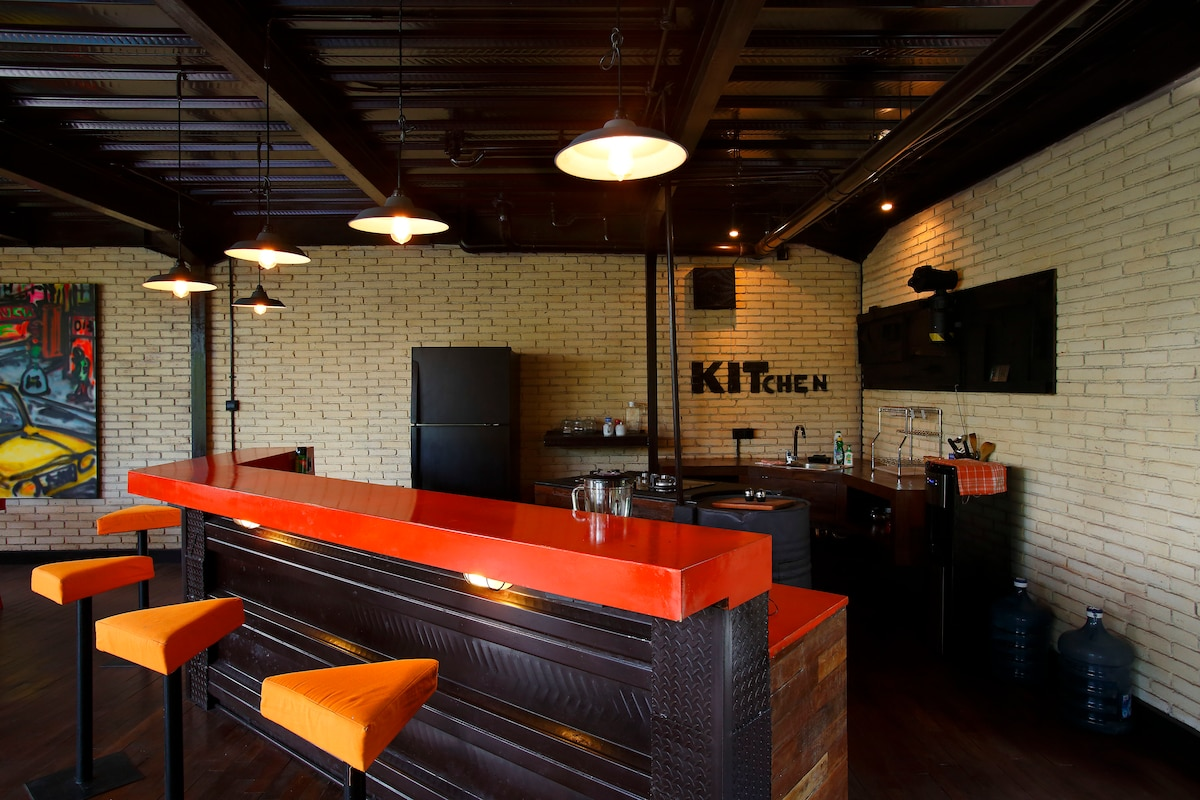 American kitchen, open to the living-room and pool.Full furnished !!