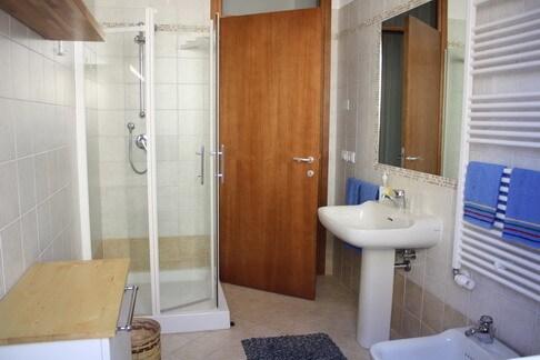Bathroom Apt 1