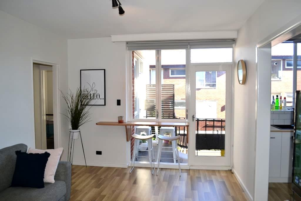Stylish 2 BDR apartment- great location! - Saint Kilda East - Apartment