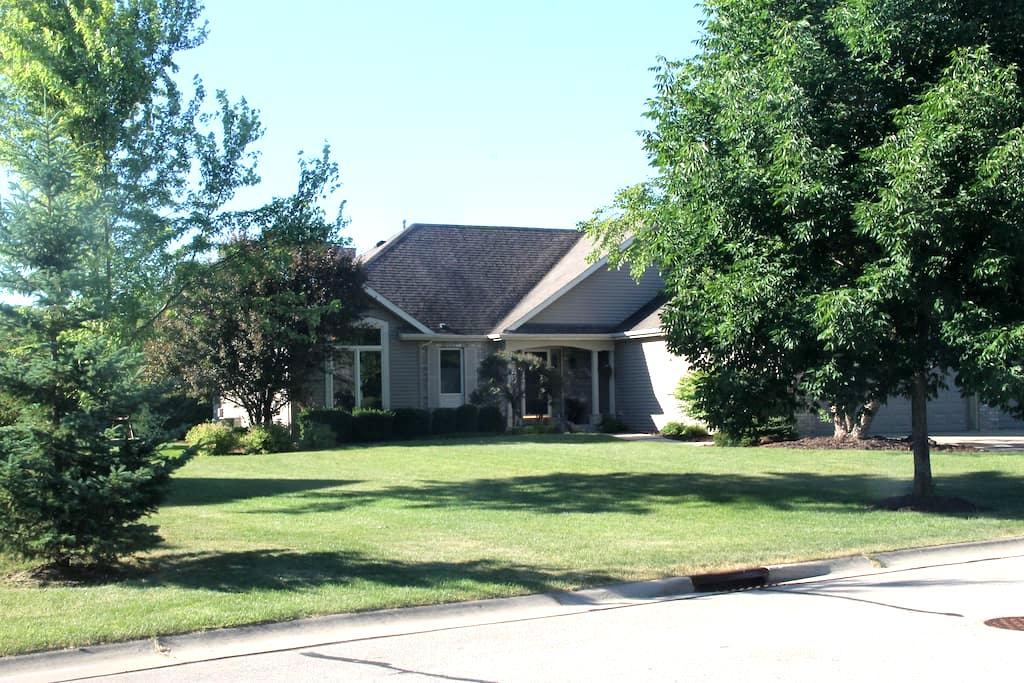 Enjoy Entire Lower Level in Lovely Neighborhood - Pleasant Prairie