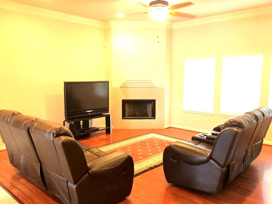 Large Comfortable Home Easy Access To 410 and 1604 - San Antonio - Ház