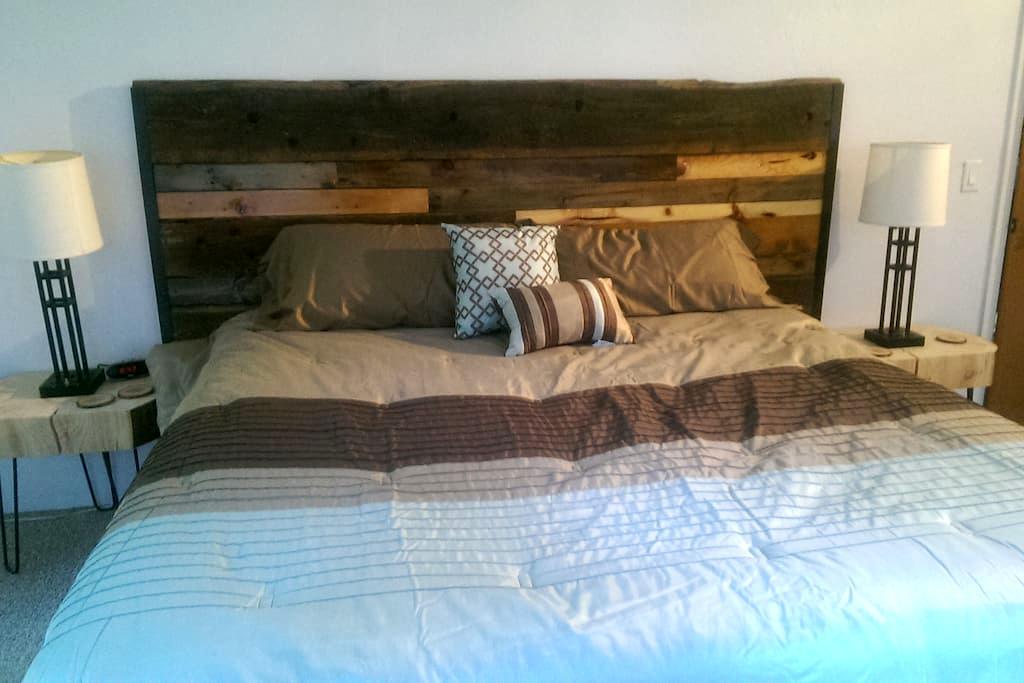 The Puffin's Nest - Private Room & Bath - Seward - Huis