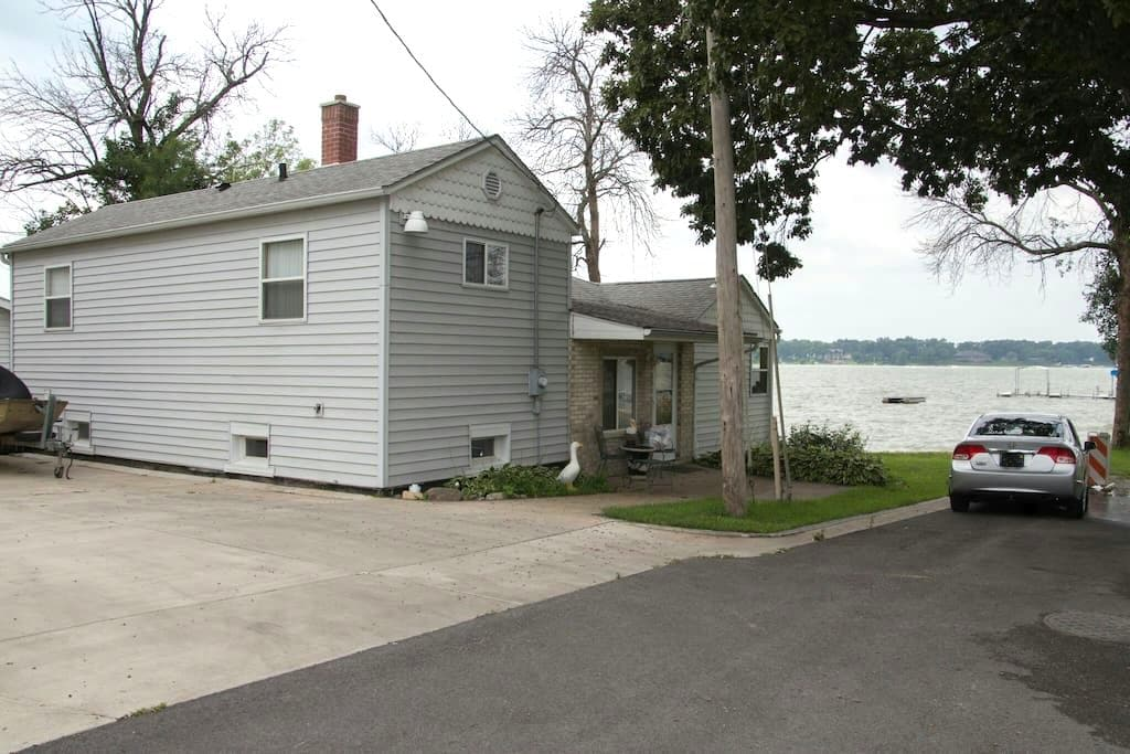 Lake front property - Cedar Lake - Talo