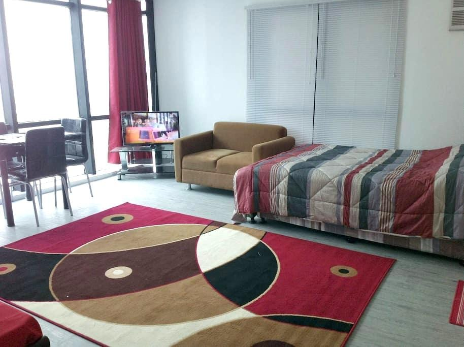 Studio in the sky +  20Mbps Internt - Pasig City - Appartement