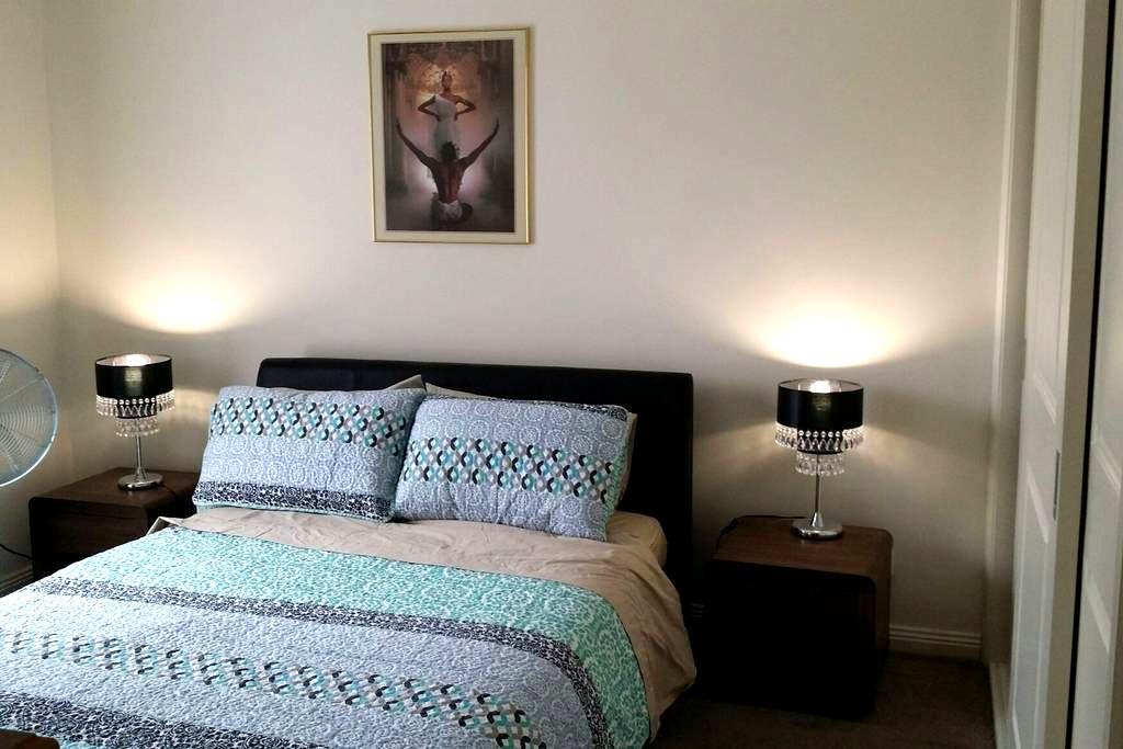 New Bedroom  with full ensuite - Glenroy - Huis