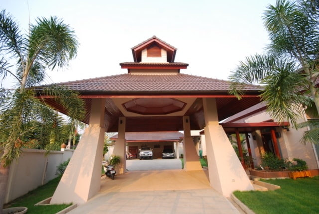 Entry to Lanna Thai Villa