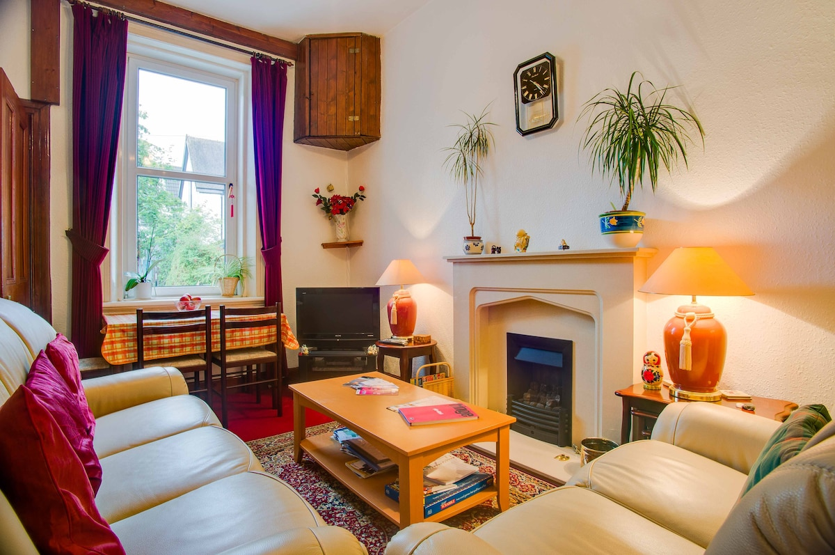 COSY Room in B/B in leafy Scotstoun