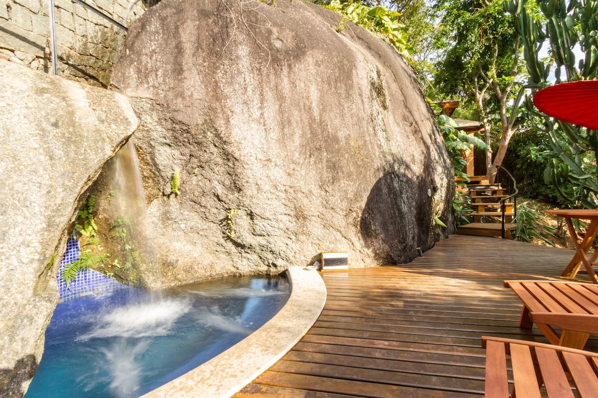 Ilhabela's best view and Jacuzzi!
