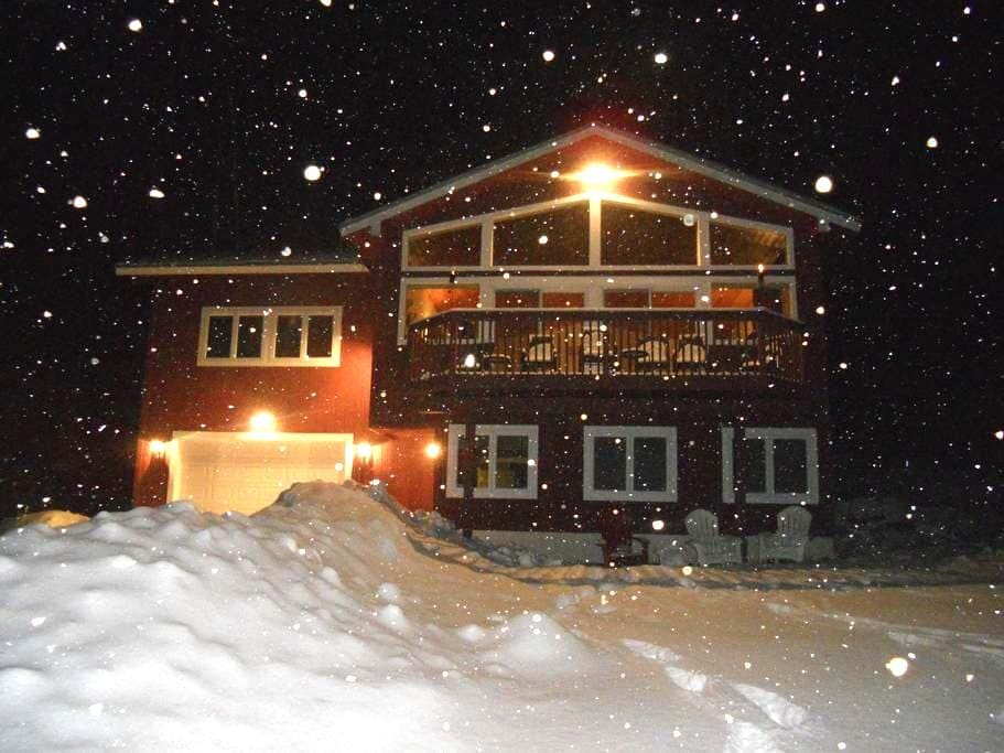 An upscale Mountain Chalet with views and privacy - Jackson - Dağ Evi