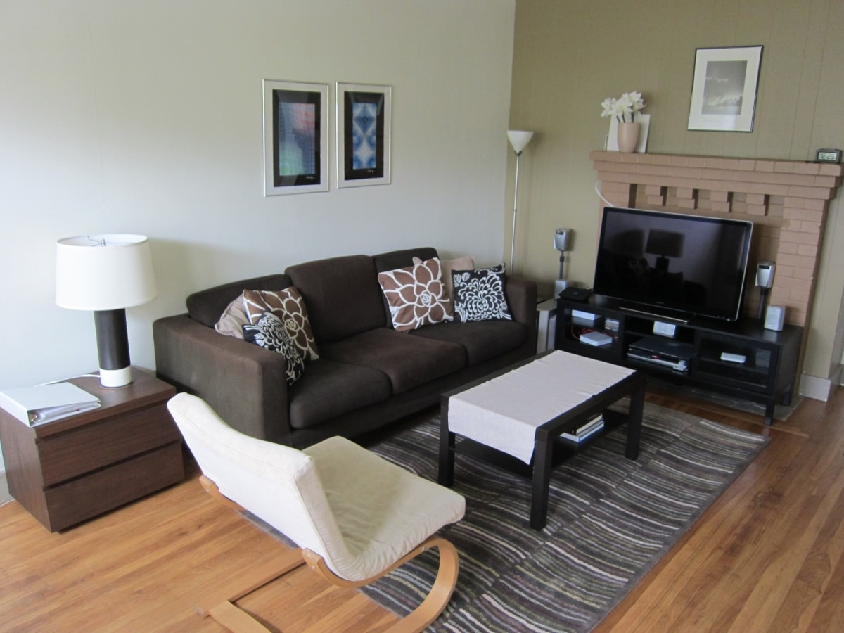 """Main room with 40"""" HD Sony Smart Internet TV (with Satellite TV) - TV configured with Netflix streaming"""