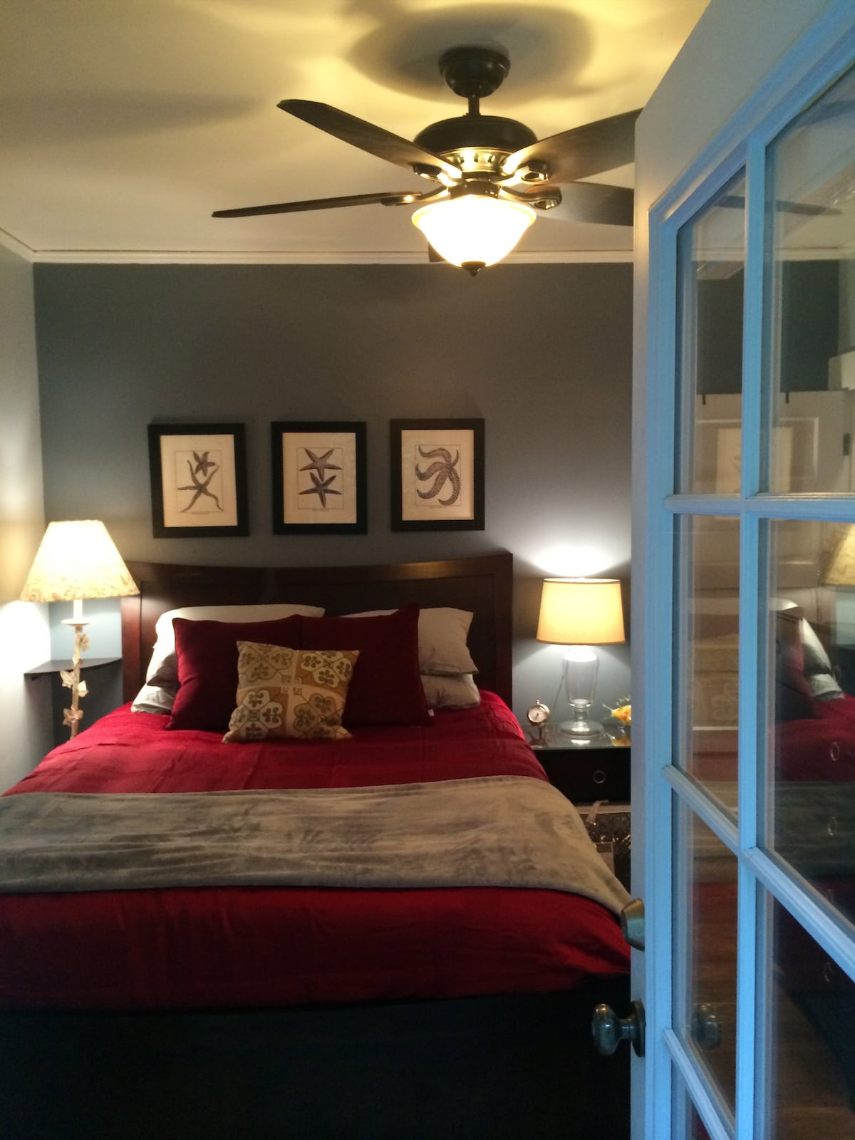 No sharing space. 100% private. Has own bathroom and exterior entry.Quiet and Cozy!