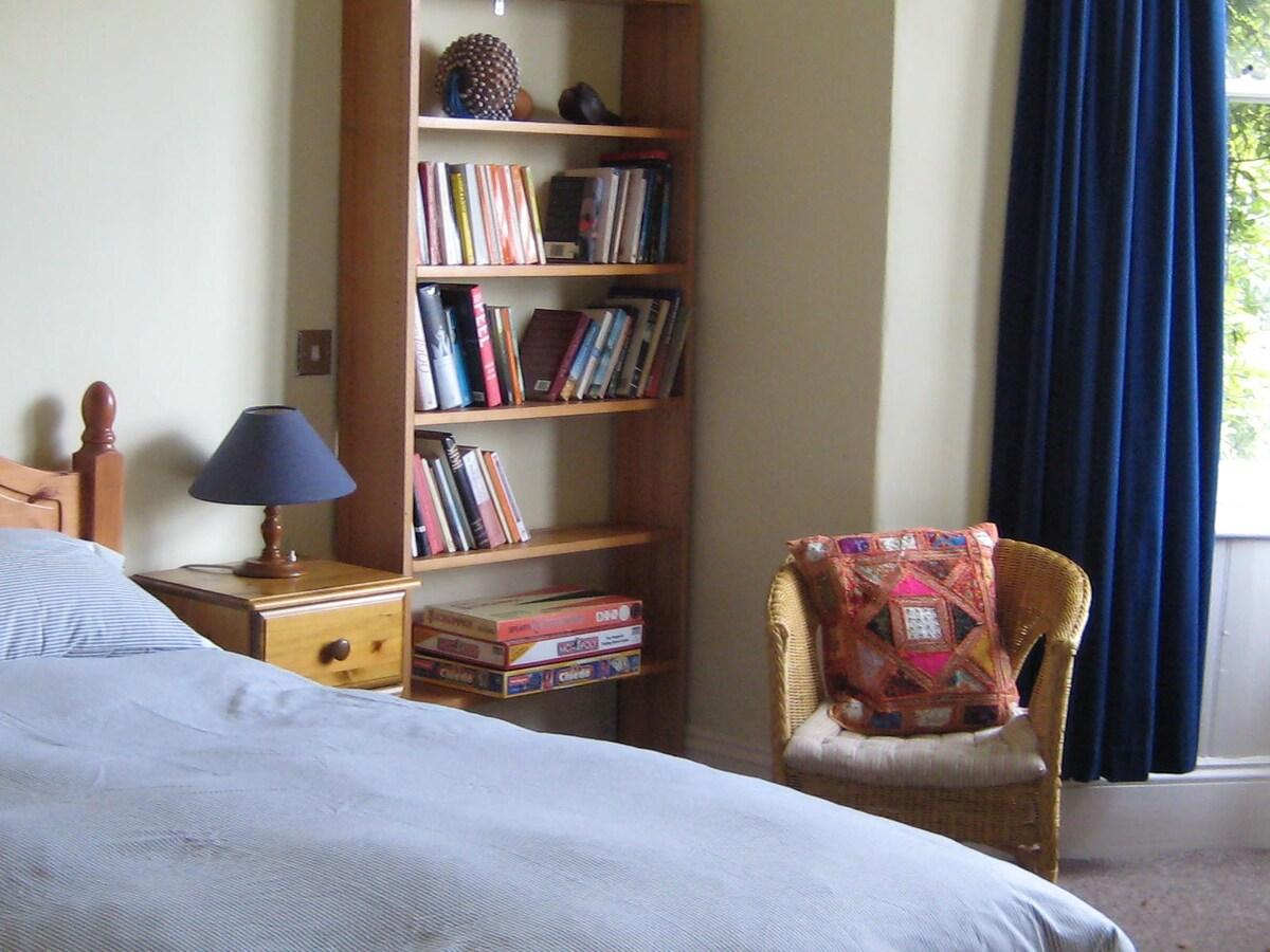Sunny Dartmoor Double Room