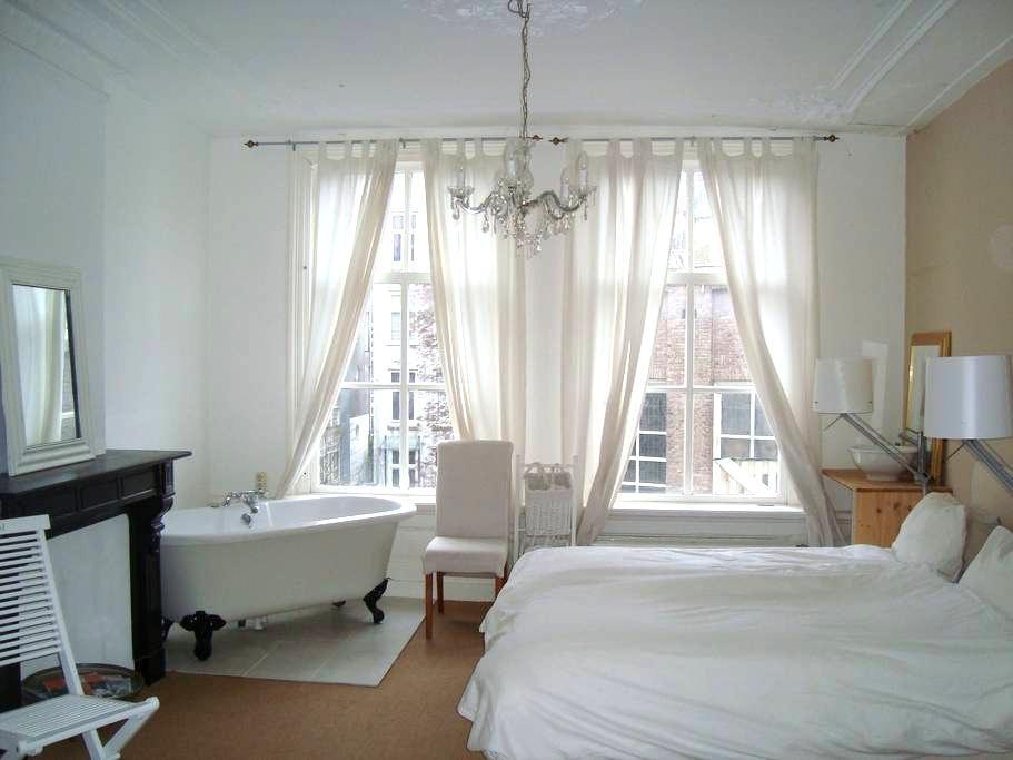 Spacious room,19th century. Center. - アムステルダム