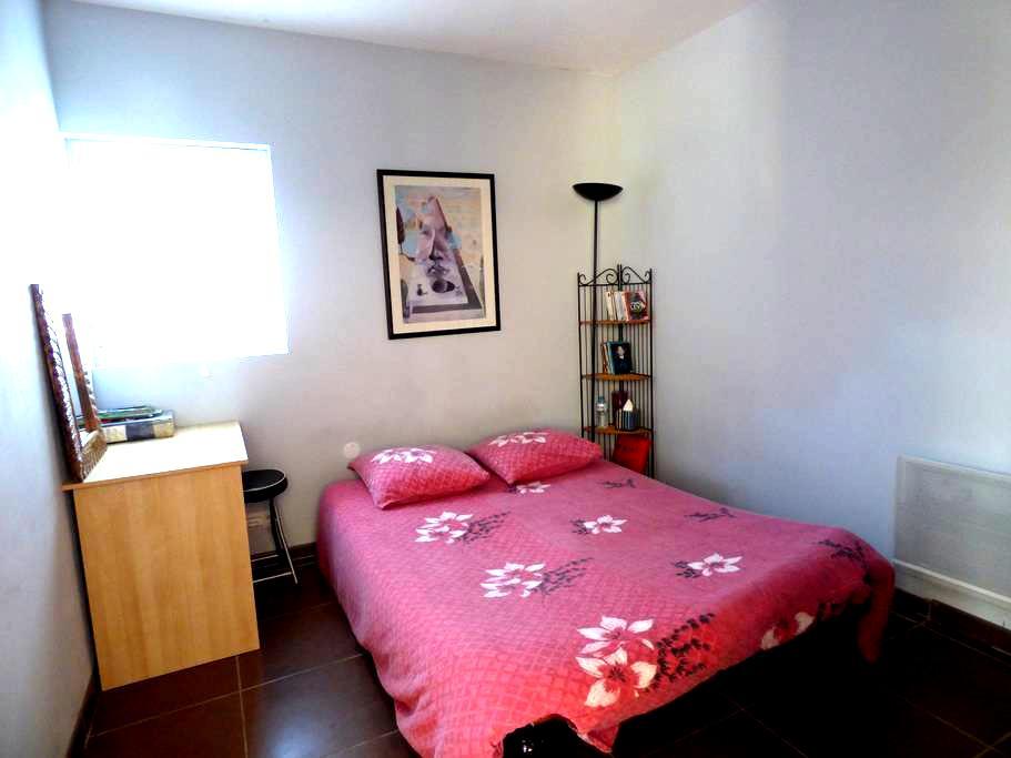 Chambre dans maison à Faugères - Faugères - Casa