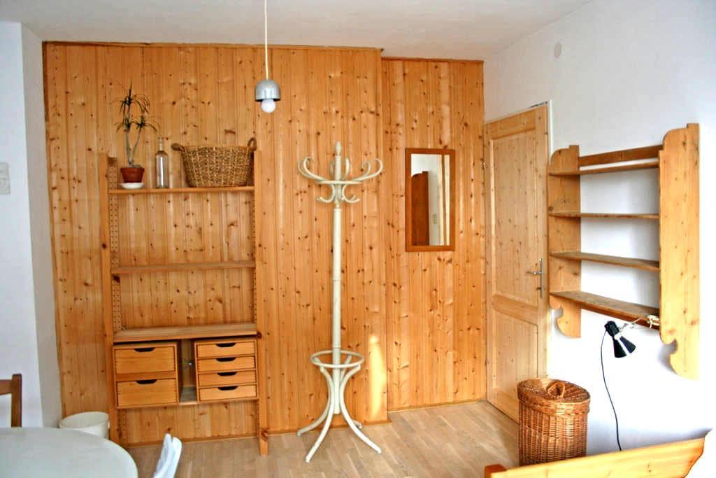 Helles Zimmer mit Gartenmitbenutzung in Wien - Vienna - 단독주택