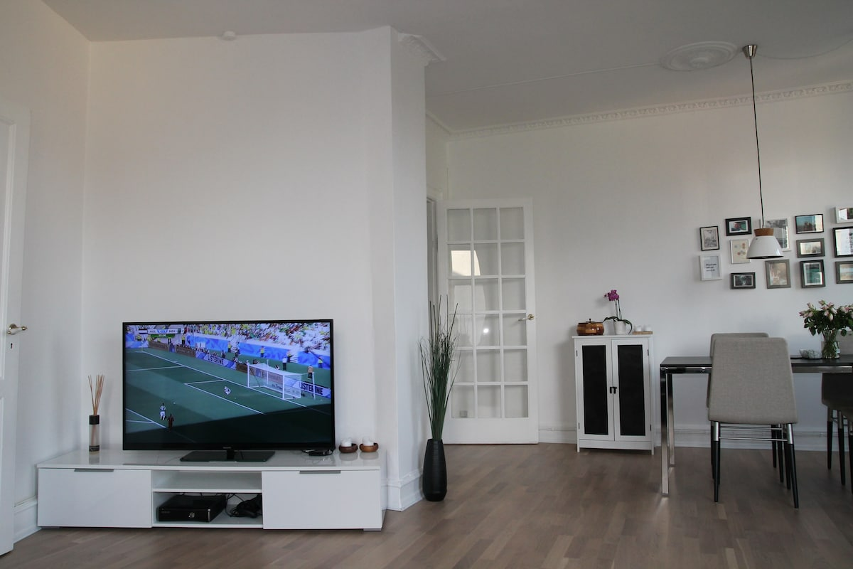 """46"""" TV (with Apple TV and Xbox 360) in the spacious living room"""