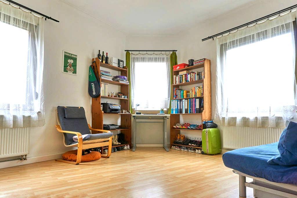 22qm helle, geräumige Zimmer nah am S-bahn - Stuttgart