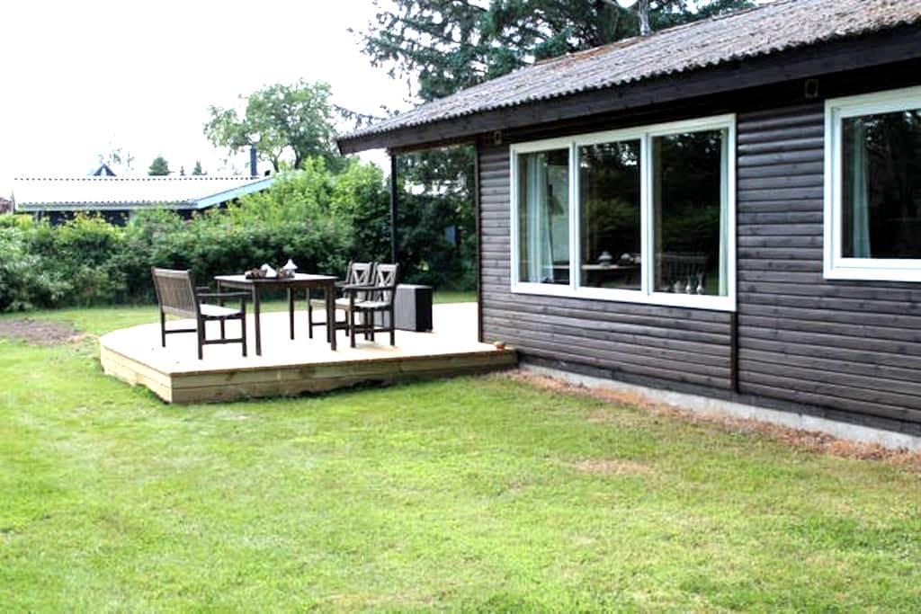 Sommerhus Marielyst med skøn terrasse nær strand - Væggerløse - Srub