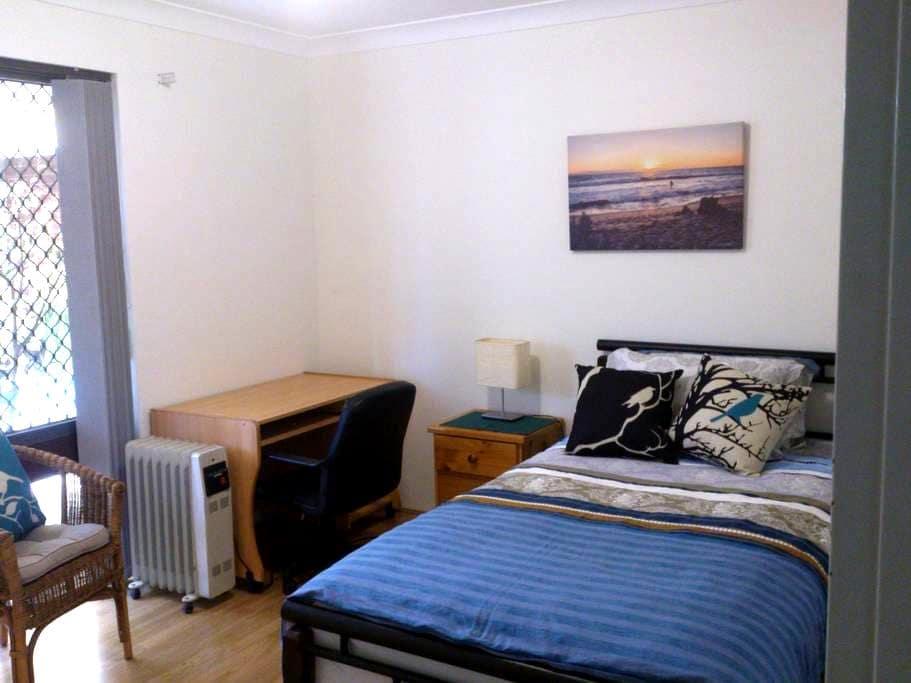 Affordable comfy room plus kitchen. - Kingsley - Casa