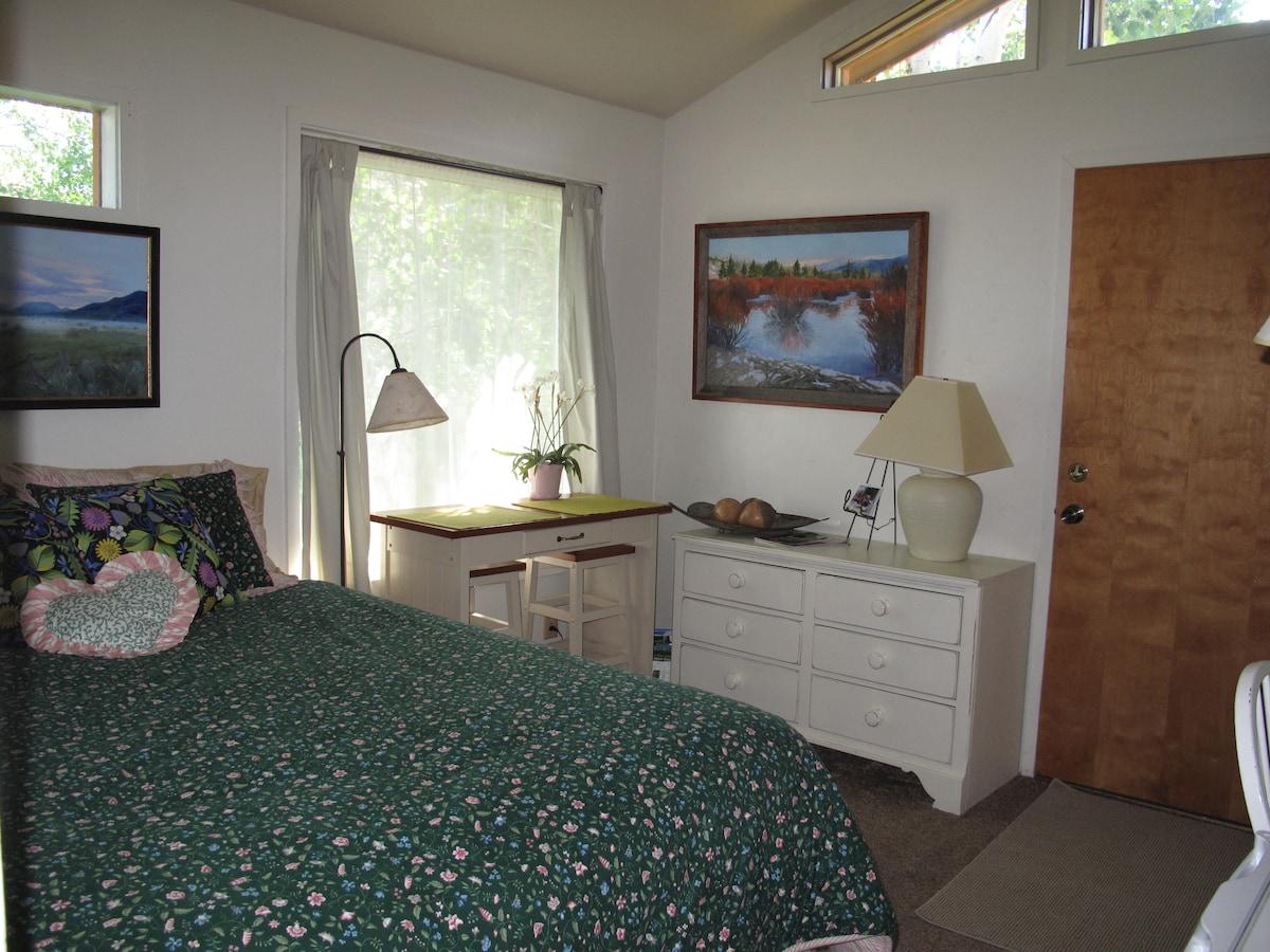VERY Private, cozy room