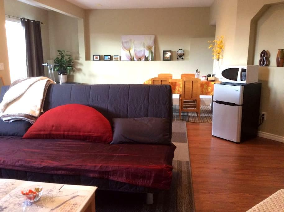 Suite with Private Entrance/Easy Mountain Getaway - Calgary - Haus