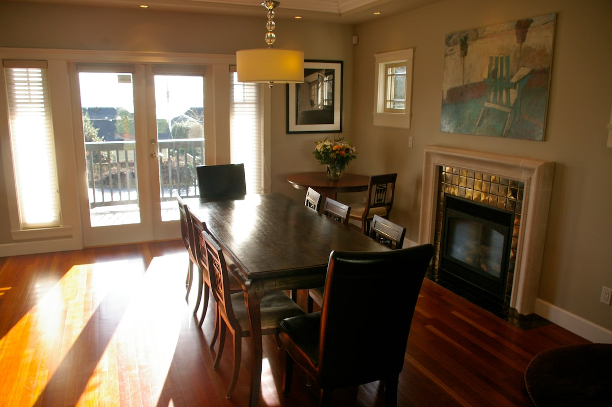 The dining room with French doors to front porch