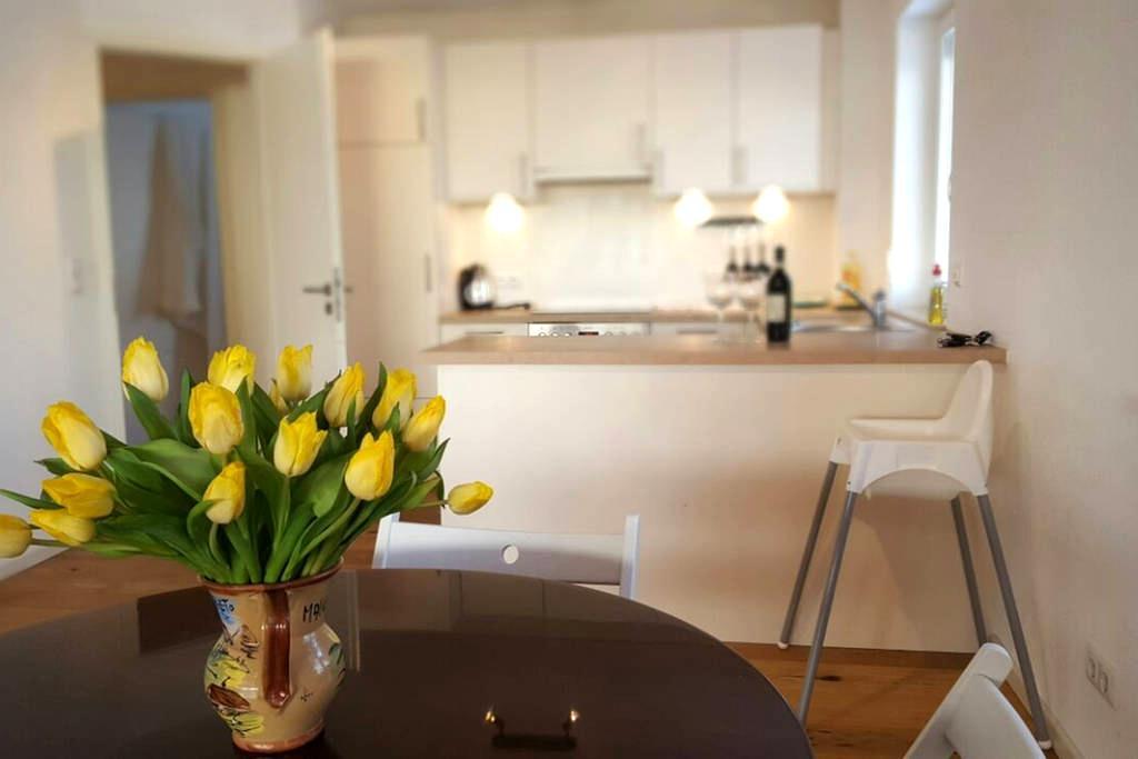 """Yellow tulips"" apartment with mountain view - Garmisch-Partenkirchen - Apartment"