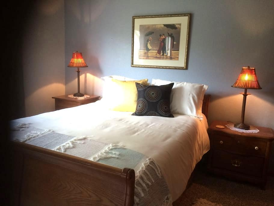Haven: Beautiful master bedroom(Q)/private bath - Lynden - 一軒家