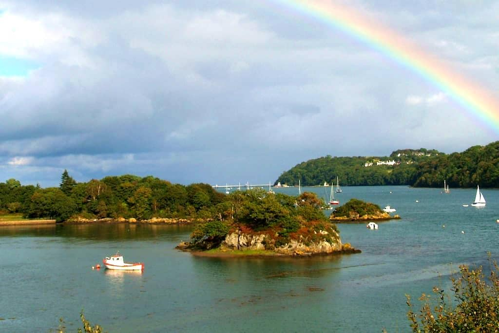 Water's edge apartment in scenic location - Menai Bridge - Apartment
