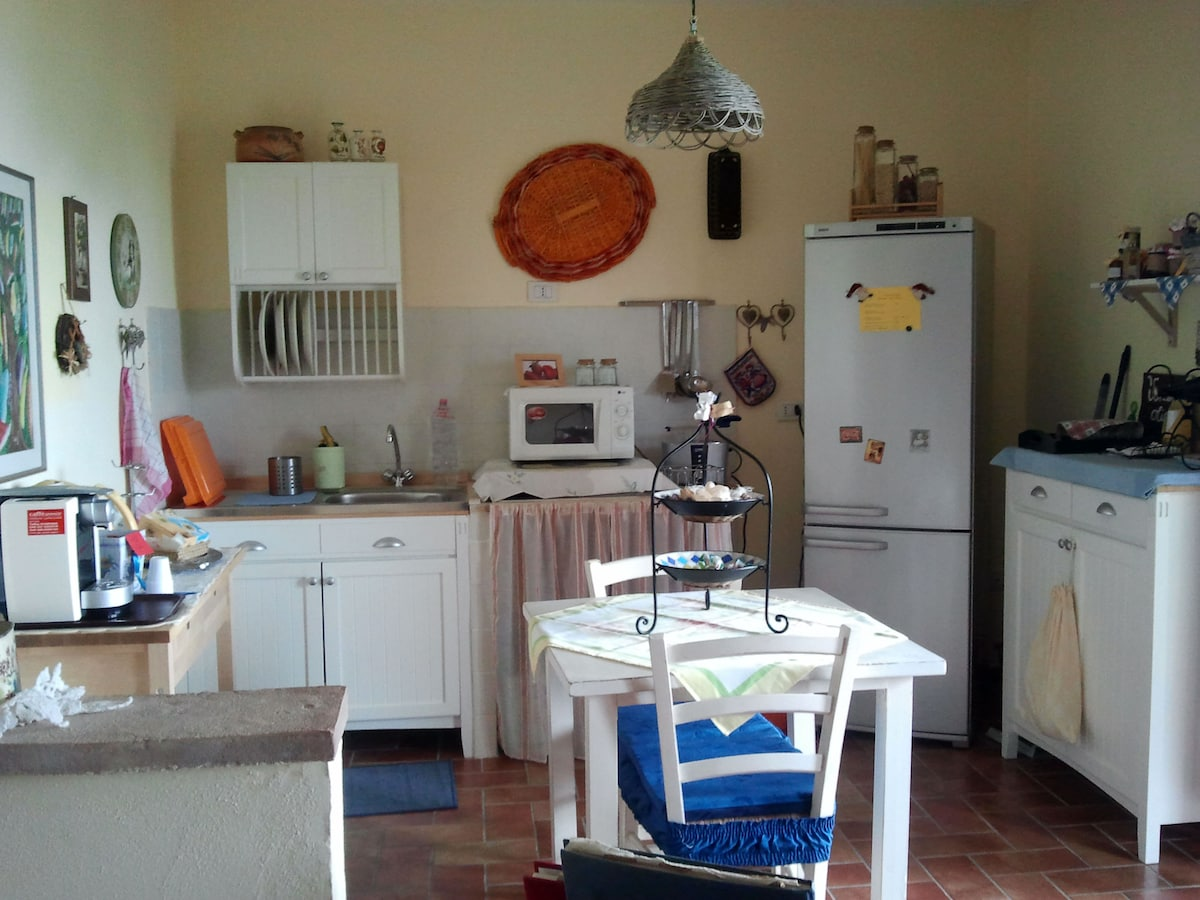 salottino con angolo cottura - living room with kitchenette