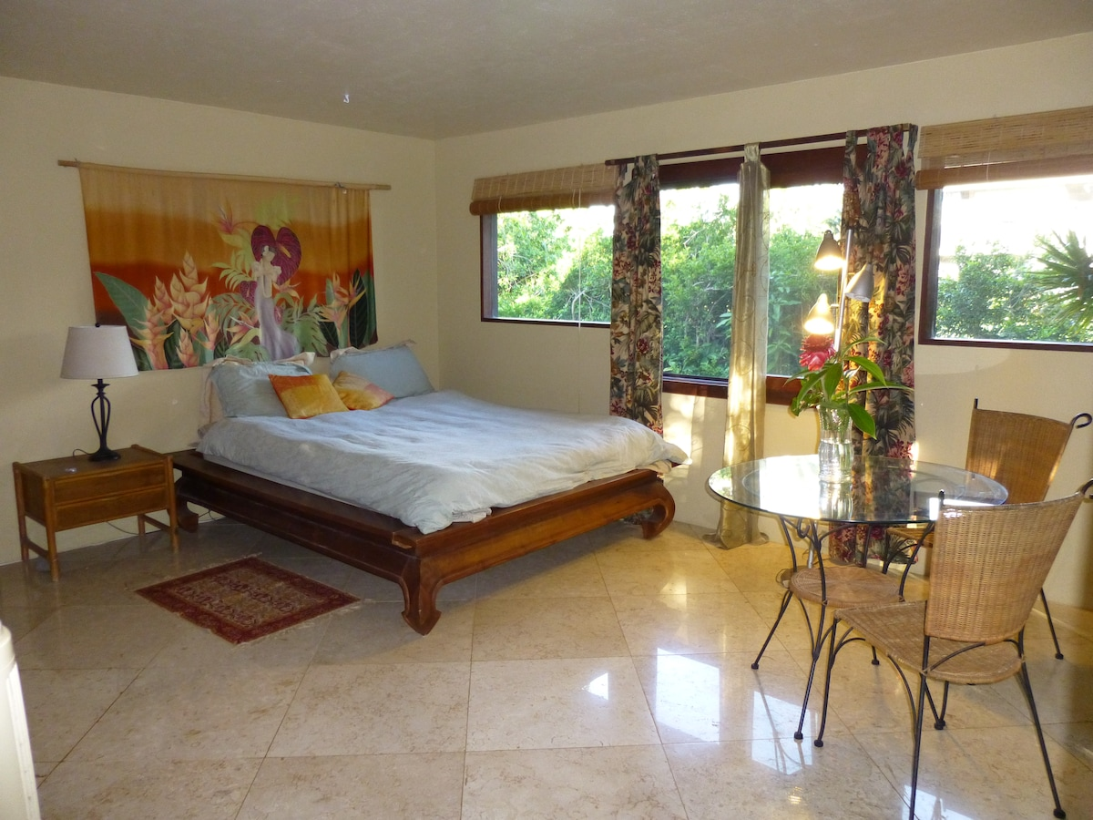 SPACIOUS ROOM in BALI STYLE HOME