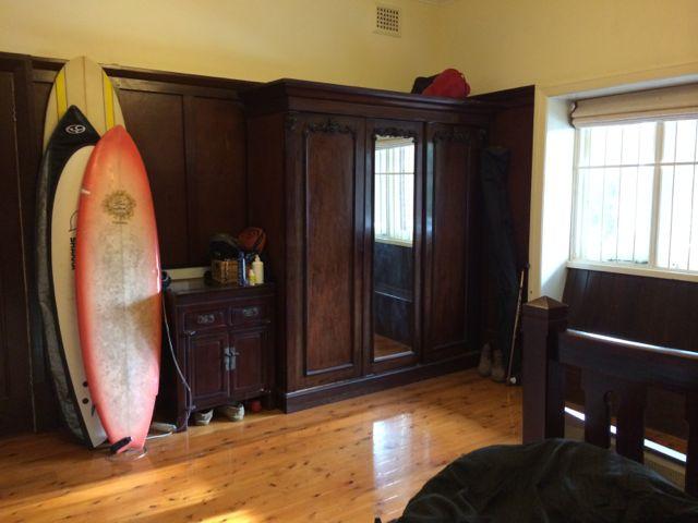 Huge bedroom with 1920's wood panelling. Plenty of natural light.