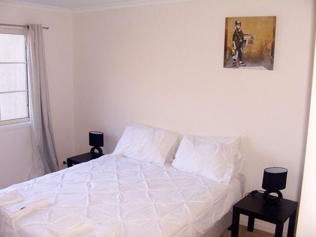 The Master Bedroom (Queen Bed)