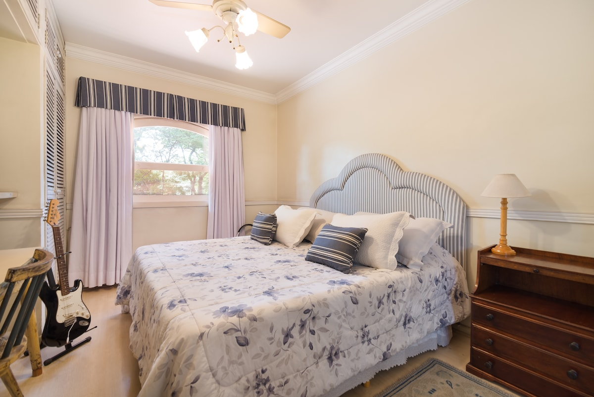 LOVELLY,SAFE AND QUIET KING BEDROOM