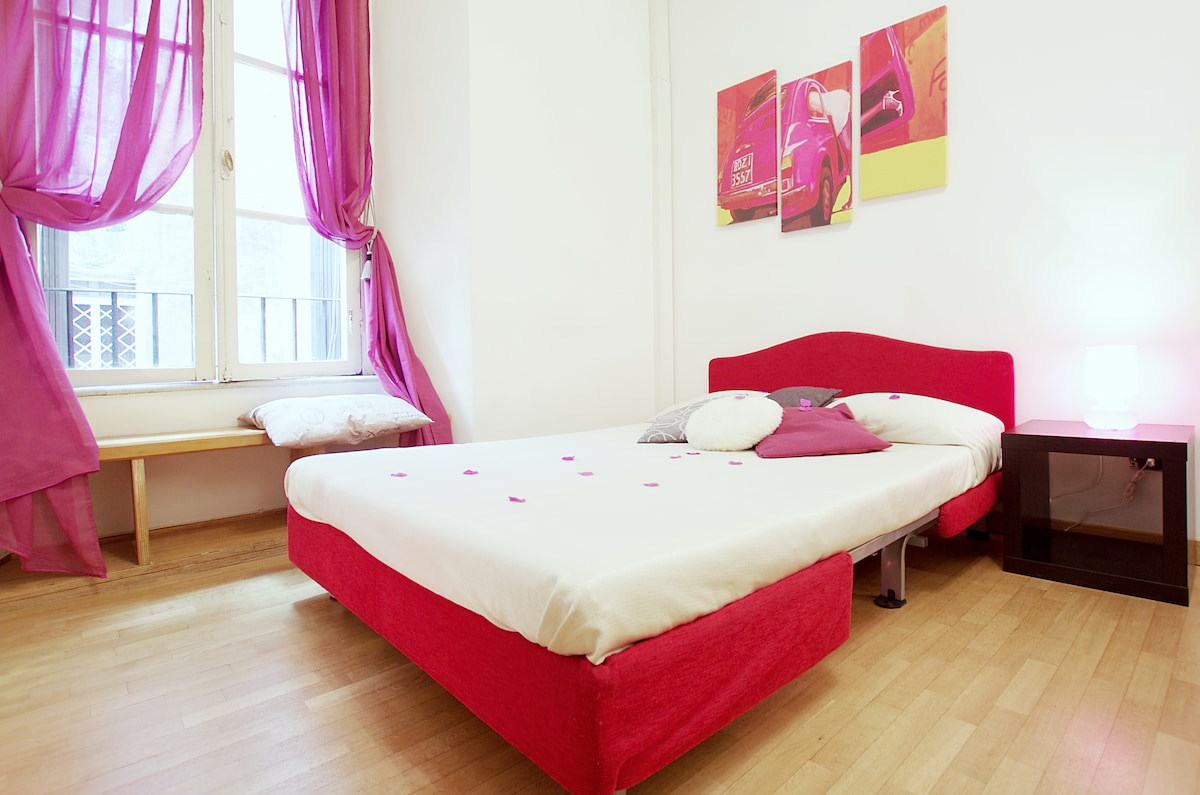 Rest on our comfortable double sifa bed after a day walking among the wonders of Rome...
