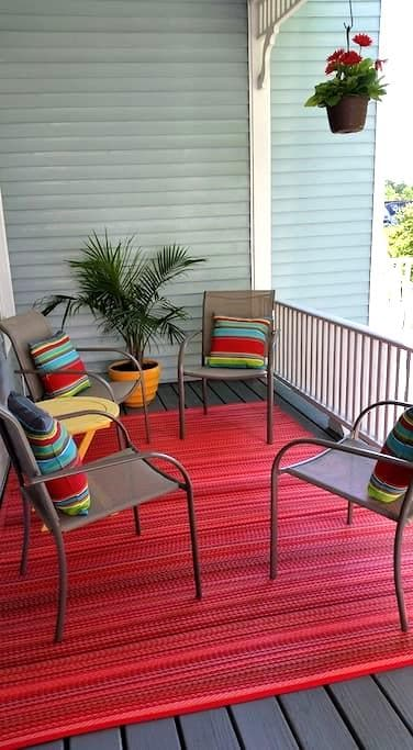 Sunny Covered Porch Apartment - Vinalhaven - Appartement