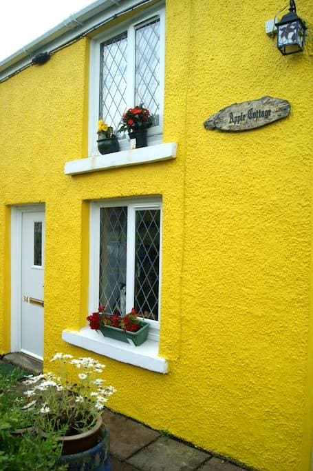 lovely traditional stone cottage - Gwaun-Cae-Gurwen - Rumah