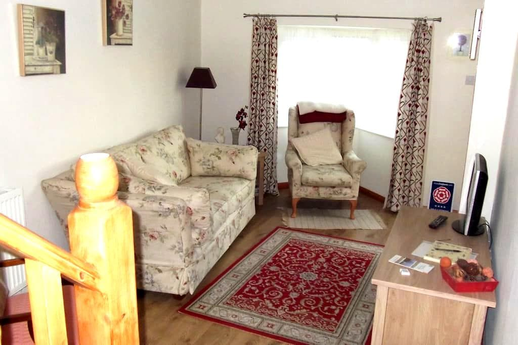 Self Contained Holiday Let - Moreton-in-Marsh - Apartment