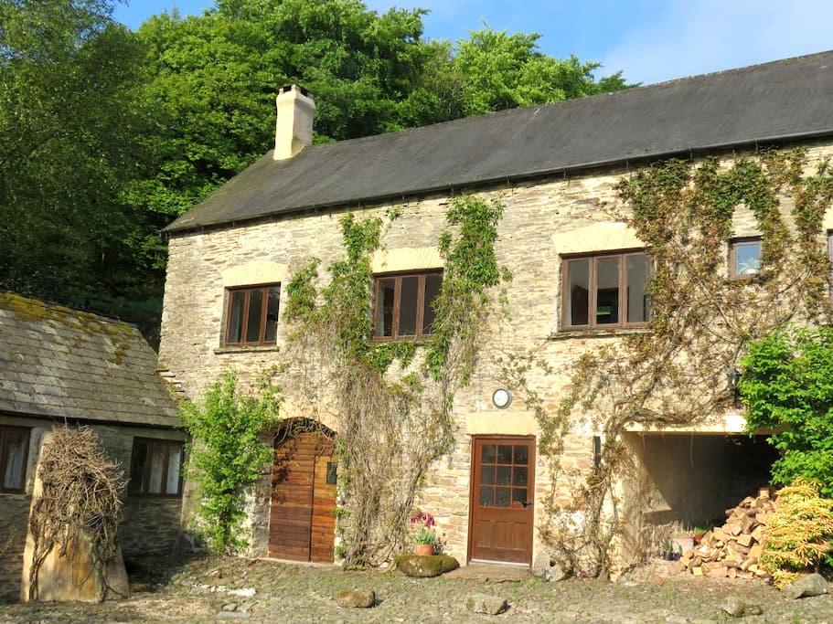 The Ballroom Cottage at Cutthorne - Luckwell Bridge