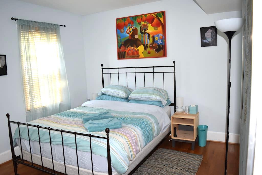 Bright and Welcoming Room! - Washington - Rumah