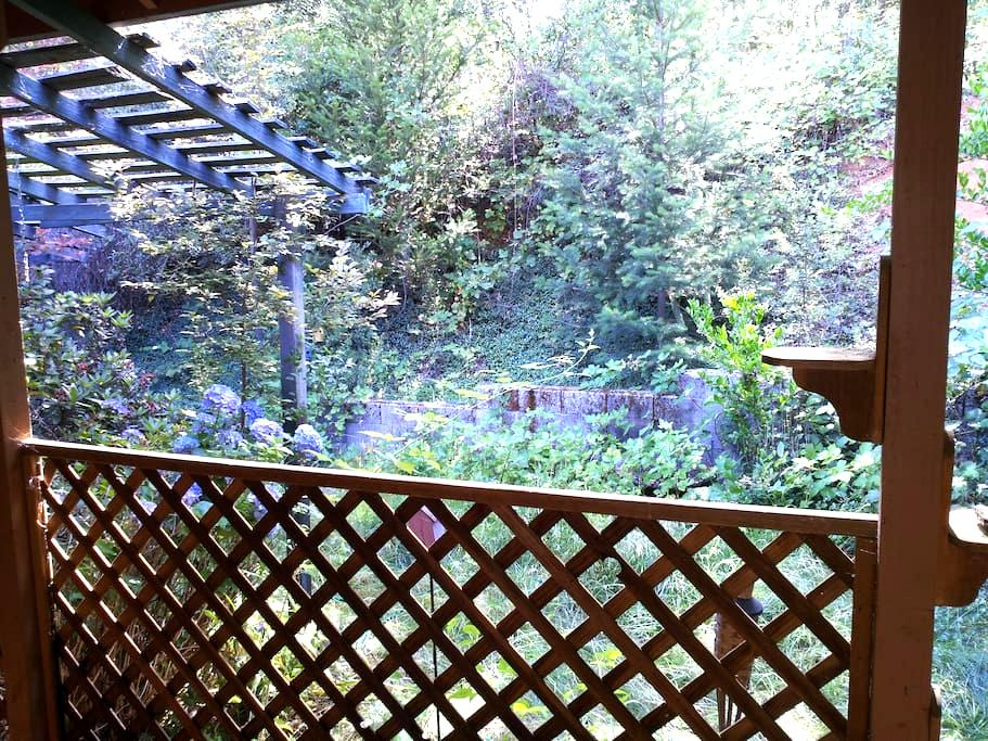 GOLD COUNTRY: Deer, Birds and Peace - Colfax - Huis