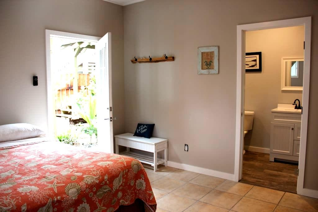 North Shore Garden Room, Steps to Beach! - Waialua - Casa de huéspedes
