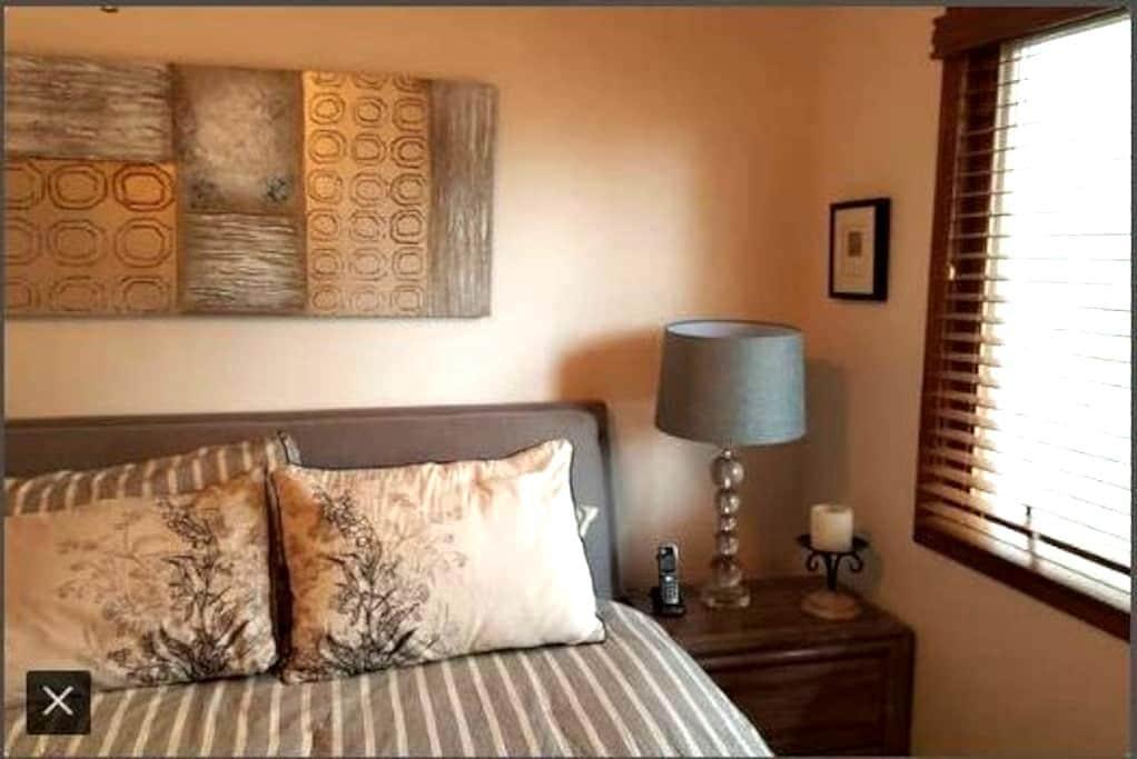 Bill & Carols Place 3 bedrms sleep 5 whole 2nd flr - Woodridge - Casa