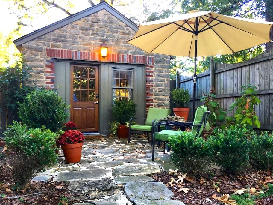 Cozy Carriage House in Downtown Florence, AL - Firenze