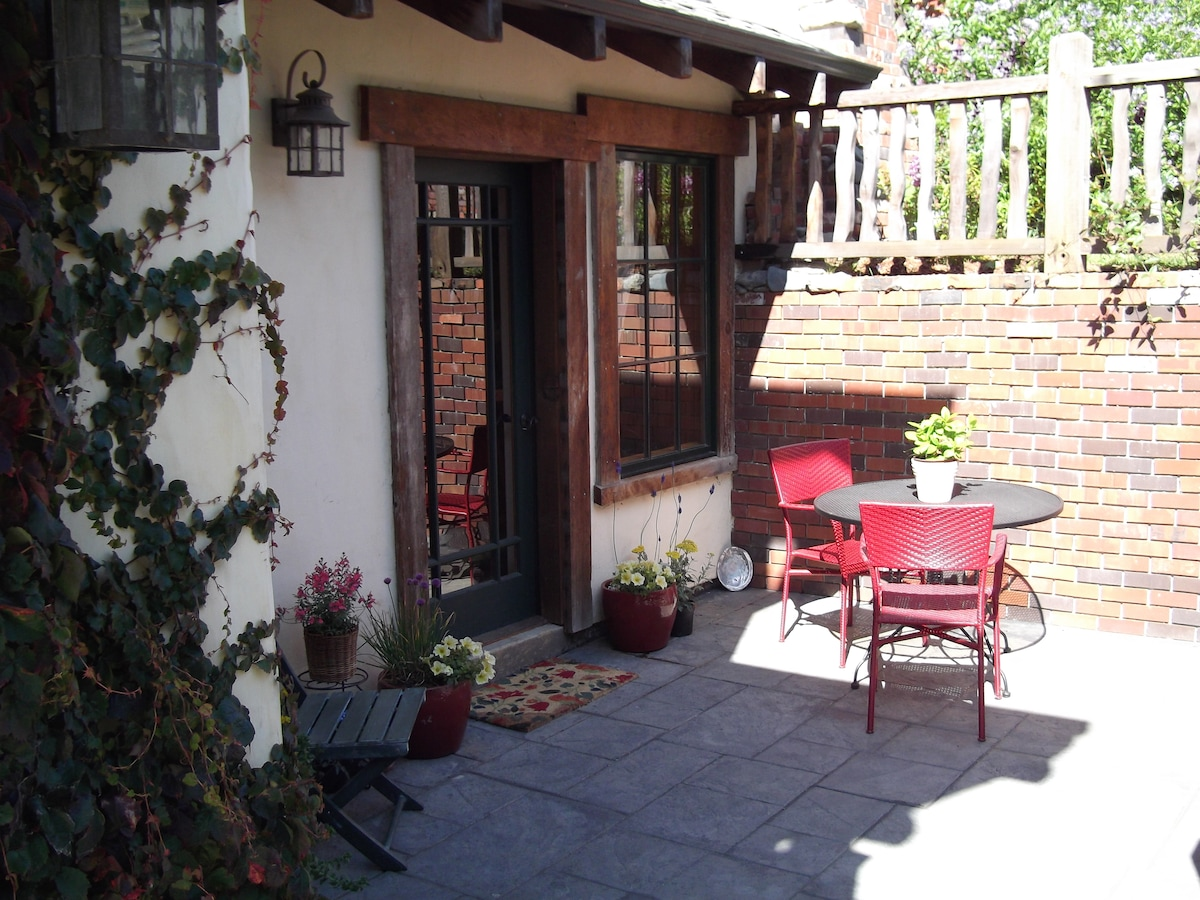 Sunny, private terrace entry to the apt....great place to linger over morning cup of coffee...