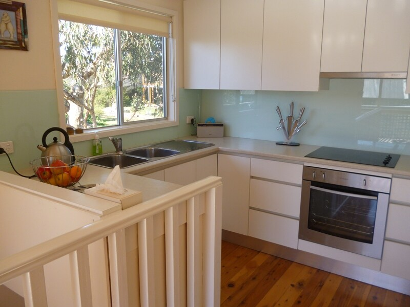 A fresh & modern kitchen with appliances & dish drawer