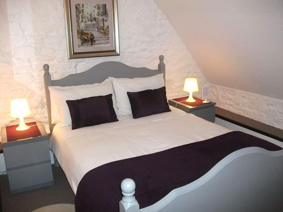 Le Mont St Michel - suite for 6 - Saint-Marcan - Pousada