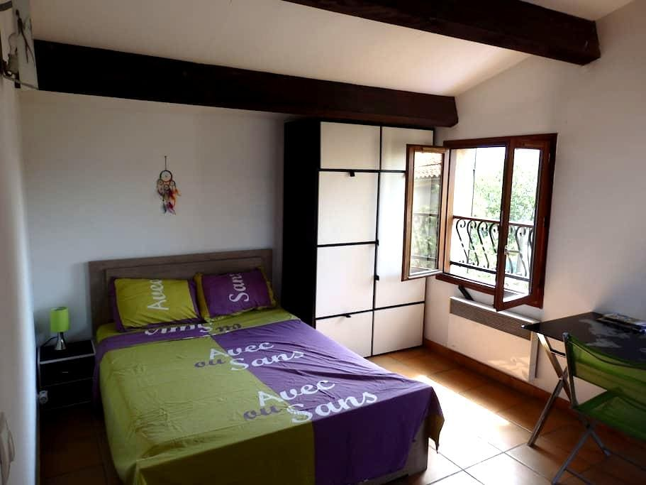 B&B Spacious room - Private terrace and bathroom - Marseille - Townhouse